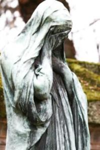 the-weeping-woman-of-pere-lachaise